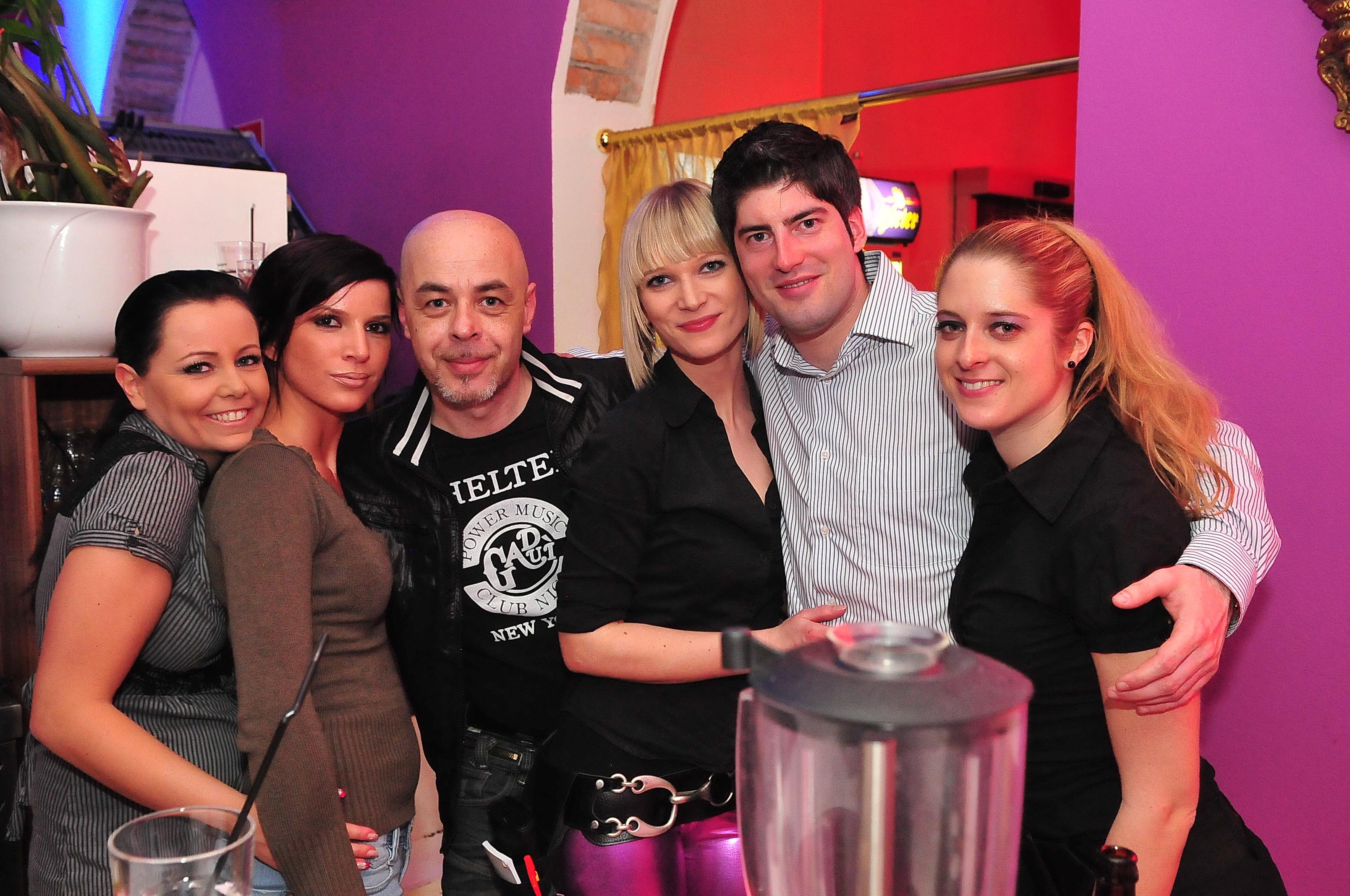 haus|katzen clubbing