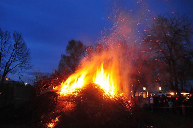 Osterfeuer beim Weinländer
